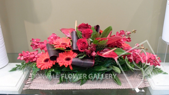 donvale flower gallery table centres table flower. Black Bedroom Furniture Sets. Home Design Ideas